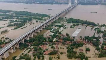 Mehr als 140 Tote und Vermisste bei schweren Überschwemmungen in China