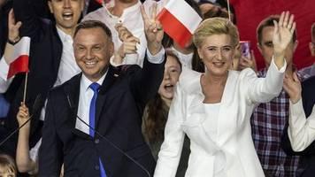 Knapper Ausgang erwartet: Präsidentenwahl in Polen: Duda liegt vor seinem Herausforderer Trzaskowski
