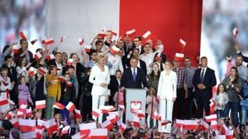 Duda bei Präsidentschaftswahl in Polen laut offiziellen Teilergebnissen vorn