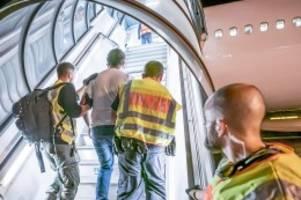Asylpolitik : Corona-Pandemie stoppt Abschiebungen – auch von Straftätern