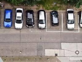 problem mit parkenden autos: dooring ist oft gefahr für radfahrer