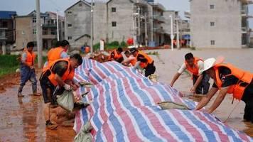 Rekord-Regen: 141 Tote in China nach schwere Überschwemmungen