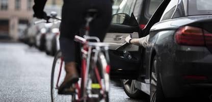 Unfallforschung zu parkenden Autos: Die unterschätzte Gefahr am Straßenrand