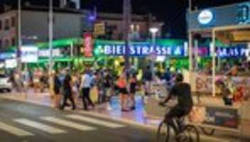 Tourismus : Mallorca schließt alle Lokale am Ballermann wieder