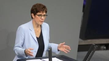 kramp-karrenbauer will zwei-prozent-ziel für militärausgaben abräumen