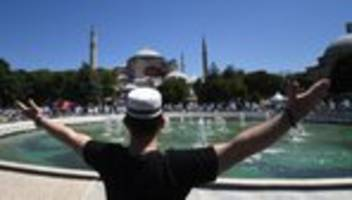 hagia sophia: hagia sophia öffnet wieder als moschee