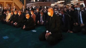 türkei: erstes gebet in hagia sophia nach umwandlung in moschee