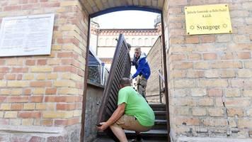 nach terroranschlag: neue tür für synagoge in halle wird eingebaut