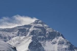 Herbstsaison: Bergsteiger dürfen wieder auf den Mount Everest