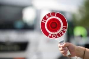 kriminalität: autodieb flüchtet mit bis zu 250 stundenkilometer