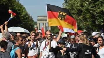 Demonstration in Berlin gegen Corona-Politik der Regierung begonnen