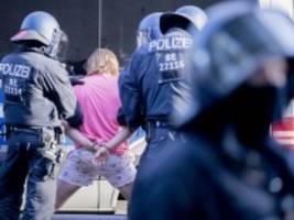 Corona-Proteste: Lambrecht lobt konsequentes Vorgehen gegen Berliner Demonstranten