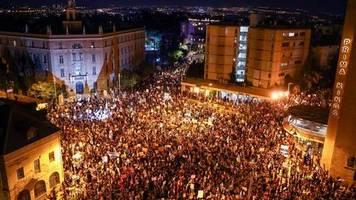 Tausende Israelis: Proteste gegen Netanjahu und seinen Corona-Kurs