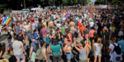 Großprotest gegen Corona-Auflagen: Das Virus freut's
