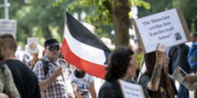 Polizeieinsatz bei Demos in Berlin: Warum zieht sie nicht den Stecker?