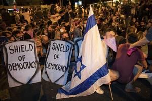 tausende israelis protestieren gegen korruption und netanyahus corona-kurs