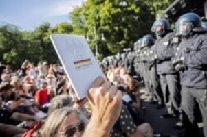 Anti-Corona-Proteste in Berlin: Debatte über Demonstrationsrecht entfacht