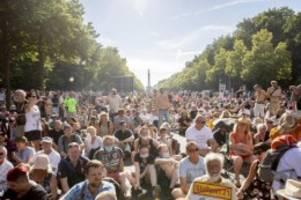 Gesundheit: Ullrich: Abwarten, ob sich Corona-Demobewegung verfestigt
