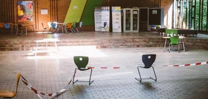 drei kinder zerstören ihre schule