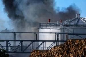 brände: feuer bei holzverarbeiter in wismar nach stunden gelöscht