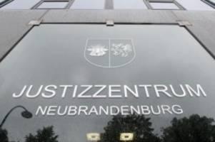 Prozesse: Sorglose Waffensammlung: Strafe für Luftfahrtvereinschef