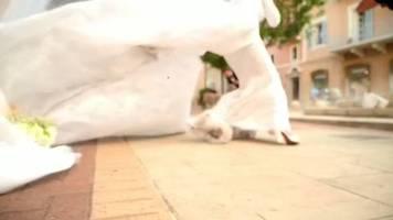 Video: Während Explosion in Beirut: Braut posiert für Hochzeitsvideo