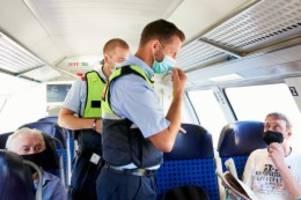 Corona-Pandemie: Maskenpflicht in Zügen: Auf Kontrollfahrt im Regionalexpress