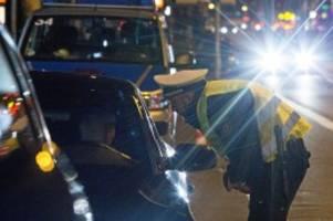 Hannover: Illegales Autorennen: Fahrer verursacht Unfall auf Flucht