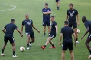 Nach fünf Monaten Pause: Wolfsburg macht den Anfang: Europa-League-Comeback