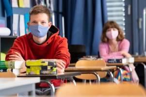 Experten empfehlen Maske auch im Klassenzimmer