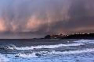 Auf dem Rücken - Überlebenstipp aus TV-Sendung: 10-jähriger Brite treibt über eine Stunde im Meer