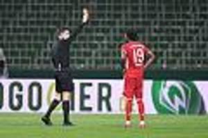 In Zeiten von Corona - Neue Regel beim Fußball: Beim absichtlichen Husten zückt der Schiri die Rote Karte