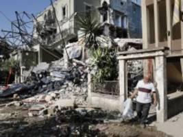 Explosion in Beirut: Retter suchen in Trümmern nach Vermissten