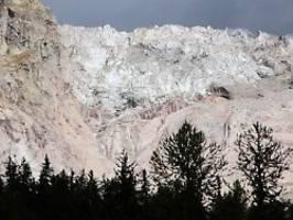 Hitze bringt Dorf in Gefahr: Mont-Blanc-Gletscher droht abzustürzen