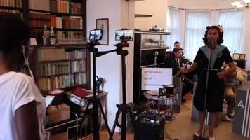 Video: Beschwingt durch die Krise - Swingband spielt täglich und trotzt Corona