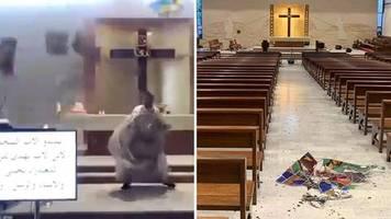 explosion in beirut: druckwelle mitten im gottesdienst: priester weicht fallenden trümmern spektakulär aus