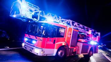 zwei brennende autos auf a19: autobahn zeitweise gesperrt