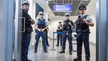 linke alarmiert: asylverfahren am flughafen: immer mehr anträge scheitern
