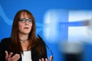 haushalt: koalition hält an zielgröße für polizei in brandenburg fest