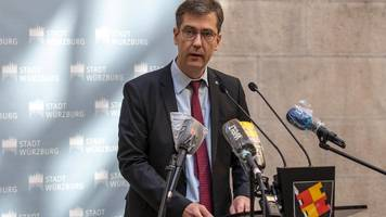 Corona-News: Würzburger Oberbürgermeister wegen Foto ohne Abstand angezeigt