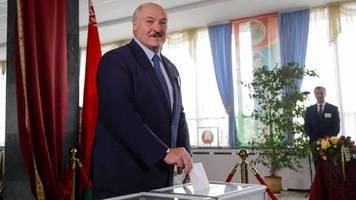 News am Wochenende: Lukaschenko gewinnt Wahl in Weißrussland - Fälschungsvorwürfe und Polizeigewalt