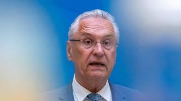 Rassismus-Debatte: Herrmann stellt sich vor die Polizei