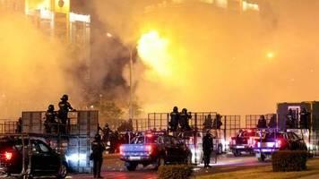 Nach Präsidentenwahl: Blockierte Kreuzungen, wahllose Gewalt: neue Proteste gegen Wahlfälschungen inBelarus