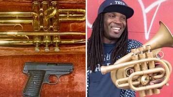 kampf gegen waffengewalt: trompeten gegen waffen: us-musiker erfindet ungewöhnliches tauschgeschäft