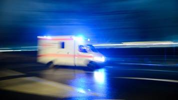 autofahrer nach unfall bei starkregen im krankenhaus