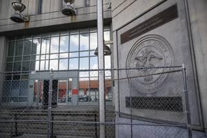 Epstein-Skandal - Was weiß Ghislaine Maxwells Assistentin?