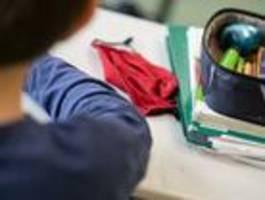 berliner grundschule führt maskenpflicht im unterricht ein