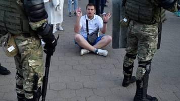 nach präsidenschaftswahl: neue proteste in belarus - polizei geht gegen demonstranten vor