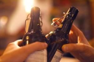 Entsetzen und große Sorge: Corona: Debatte über Alkoholverbot für Kneipen