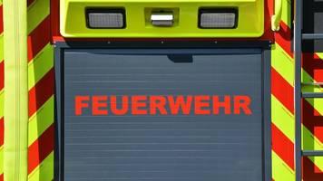 Dresdner Feuerwehr räumt Schlamm von Autobahnunterführung